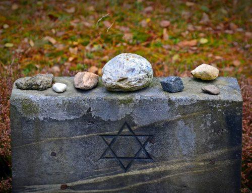 לכתוב על השואה